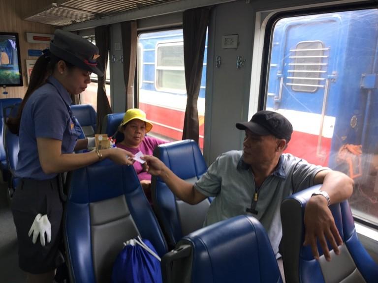 Sài Gòn 'sống lại' những chuyến tàu ngoại ô - ảnh 4