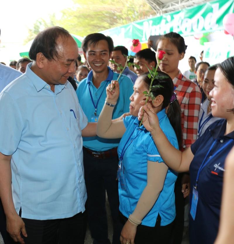 Thủ tướng Nguyễn Xuân Phúc đối thoại với 3.000 công nhân  - ảnh 2