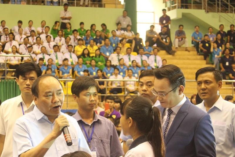 Thủ tướng Nguyễn Xuân Phúc đối thoại với 3.000 công nhân  - ảnh 1