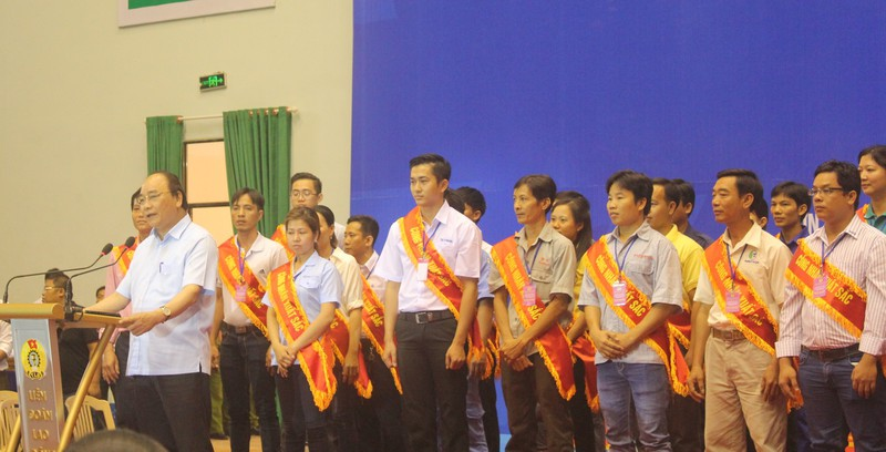 Thủ tướng Nguyễn Xuân Phúc đối thoại với 3.000 công nhân  - ảnh 3