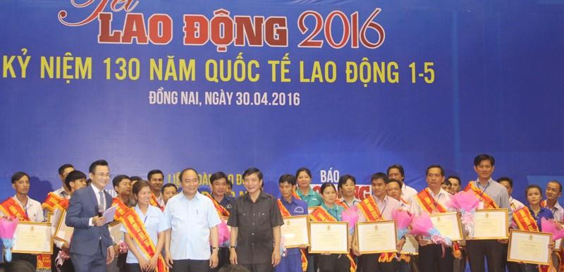 Thủ tướng Nguyễn Xuân Phúc đối thoại với 3.000 công nhân  - ảnh 5