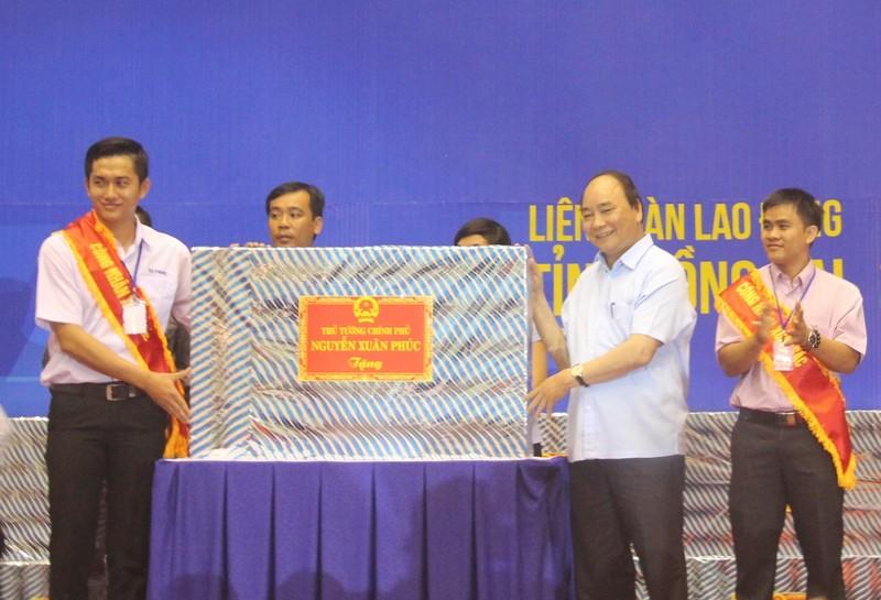 Thủ tướng Nguyễn Xuân Phúc đối thoại với 3.000 công nhân  - ảnh 6