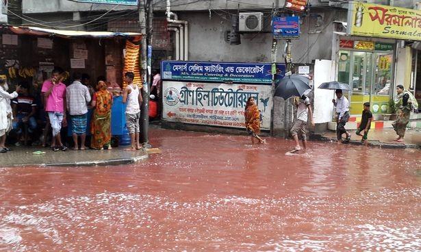 Xuất hiện dòng sông máu tại thủ đô Bangladesh - ảnh 4