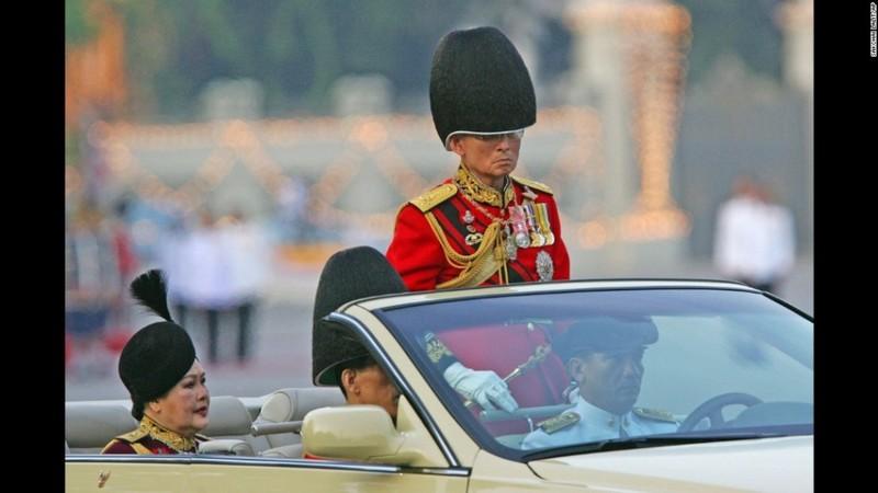 Cuộc đời vua Thái Lan qua hình ảnh - ảnh 10