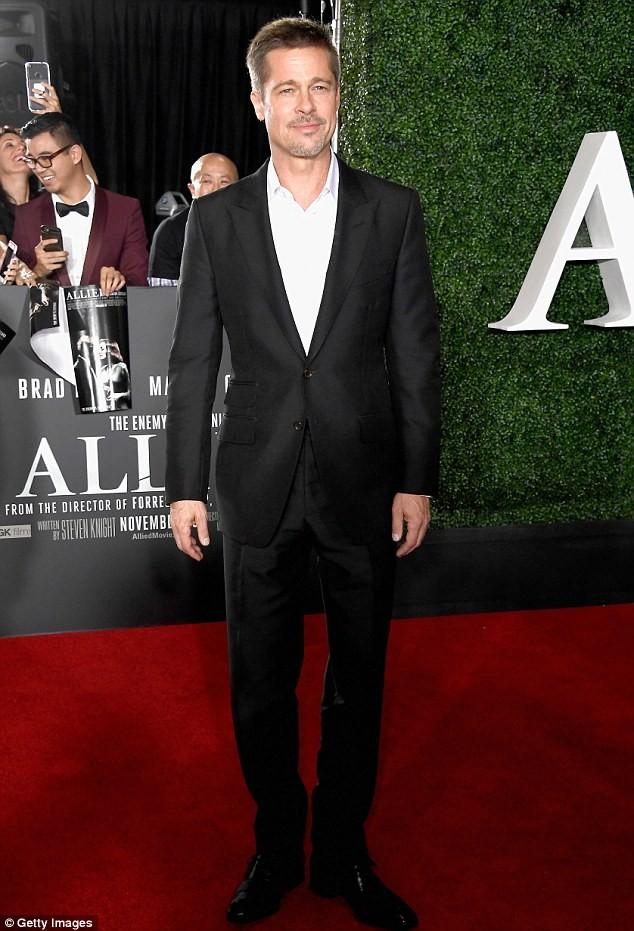 Brad Pitt cô đơn đón lễ Tạ ơn tại đảo 'thiên đường' - ảnh 1