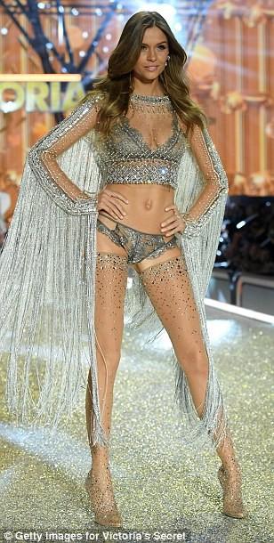 Bỏng mắt với bộ nội y đẹp nhất show Victoria's Secret - ảnh 17