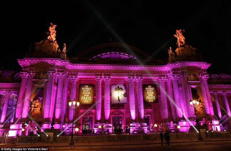 Lộ diện dàn thiên thần nóng bỏng của Victoria's Secret - ảnh 1
