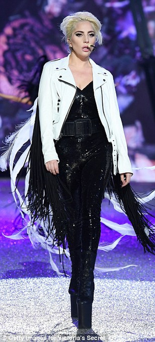 Lộ diện dàn thiên thần nóng bỏng của Victoria's Secret - ảnh 2