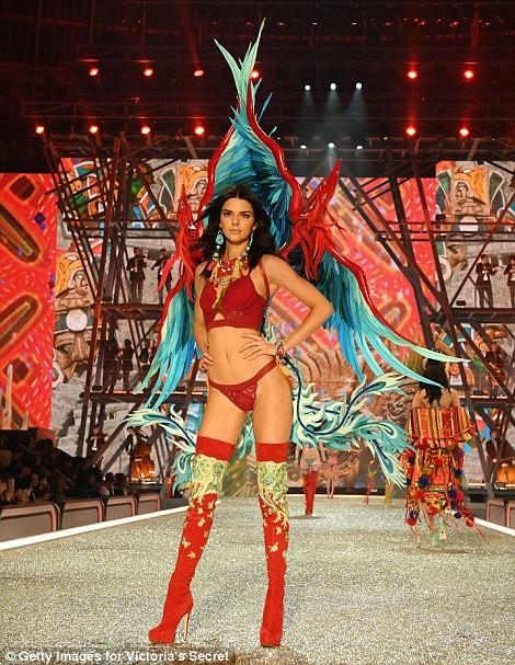 Lộ diện dàn thiên thần nóng bỏng của Victoria's Secret - ảnh 16