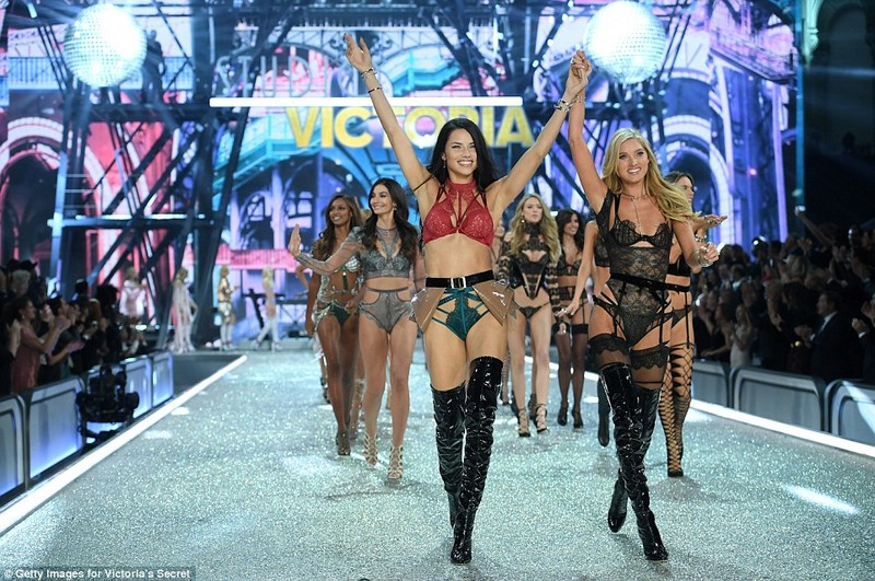 Lộ diện dàn thiên thần nóng bỏng của Victoria's Secret - ảnh 18