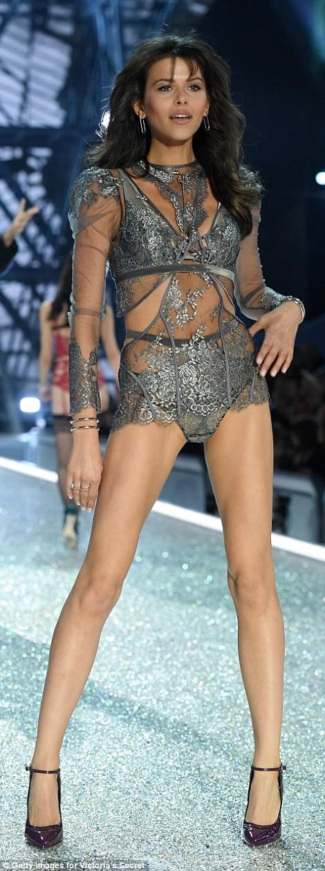 Bỏng mắt với bộ nội y đẹp nhất show Victoria's Secret - ảnh 13