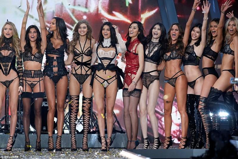 Lộ diện dàn thiên thần nóng bỏng của Victoria's Secret - ảnh 9