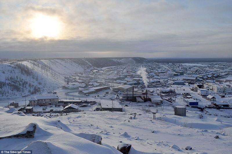 Lạnh -53 độ C, trẻ em Nga vẫn phải đến trường - ảnh 1