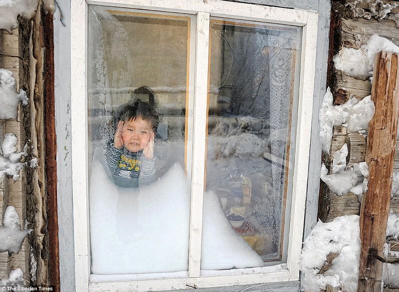 Lạnh -53 độ C, trẻ em Nga vẫn phải đến trường - ảnh 2