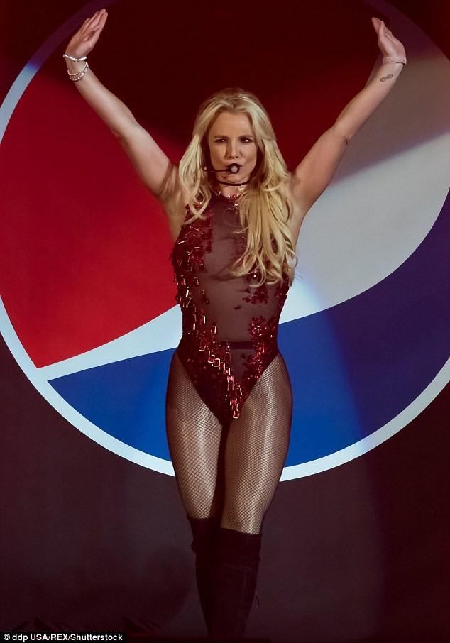 Britney Spears xuất hiện bốc lửa như thuở 20 - ảnh 2
