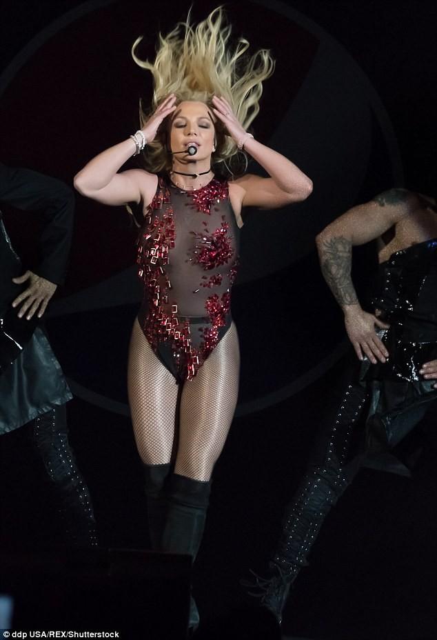 Britney Spears xuất hiện bốc lửa như thuở 20 - ảnh 3