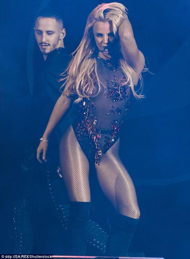 Britney Spears xuất hiện bốc lửa như thuở 20 - ảnh 4
