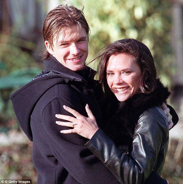 Beckham 'khoe' nhẫn cưới mới? - ảnh 4