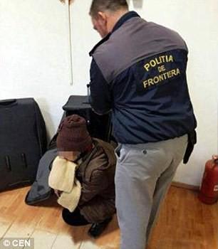 Tự nhốt mình trong valy, nhập cư trái phép vào châu Âu - ảnh 3
