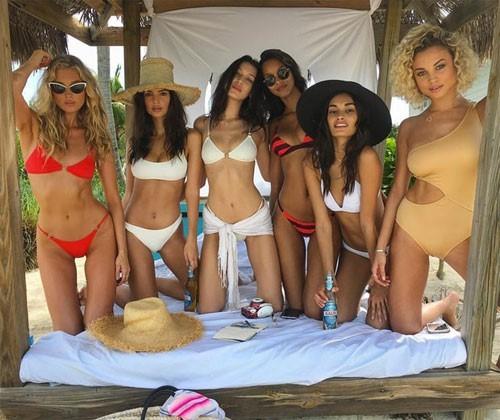 Dàn thiên thần Victoria's Secret diện bikini dạo biển  - ảnh 9