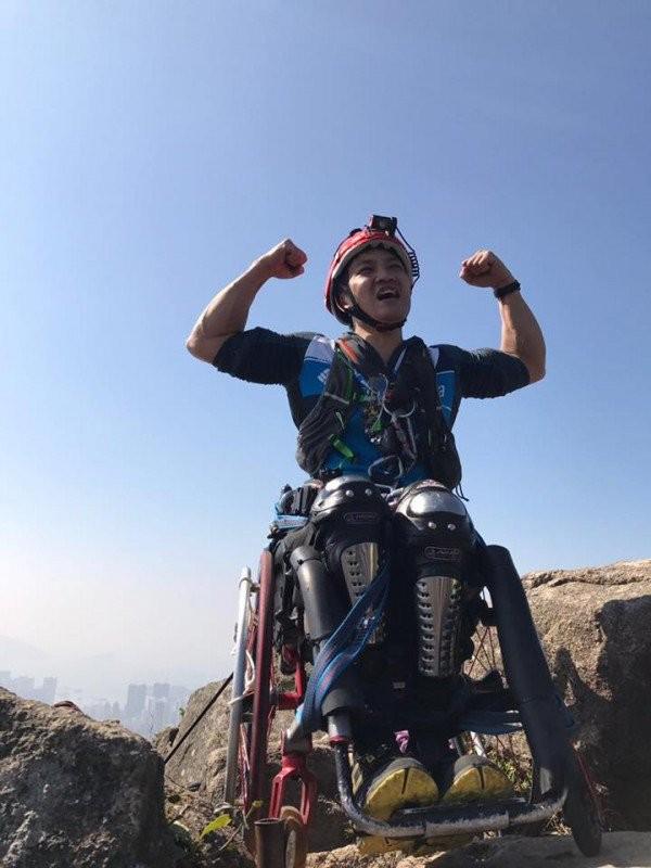 Chinh phục đỉnh núi 500 m bằng xe lăn - ảnh 4