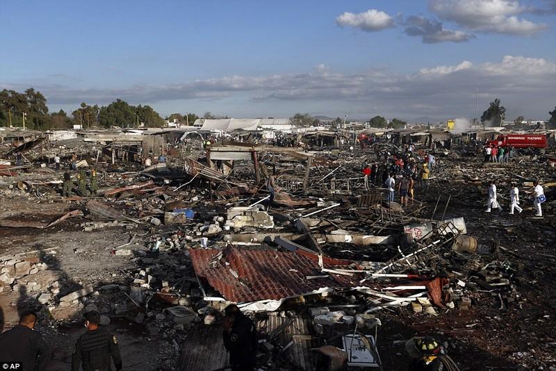 Cảnh hoang tàn sau vụ nổ pháo bông làm 26 người chết - ảnh 4