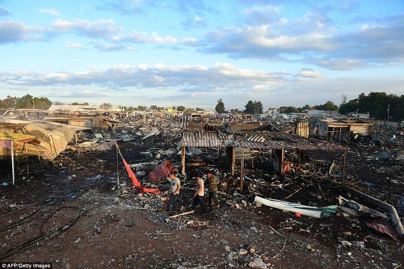 Cảnh hoang tàn sau vụ nổ pháo bông làm 26 người chết - ảnh 7