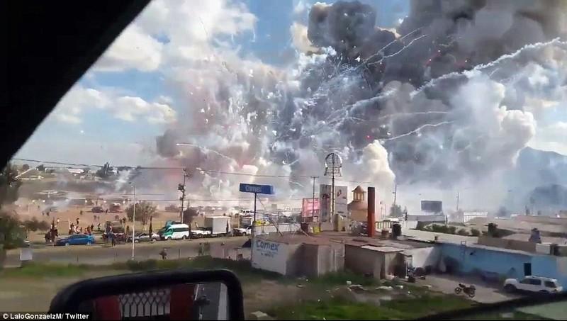 Cảnh hoang tàn sau vụ nổ pháo bông làm 26 người chết - ảnh 1