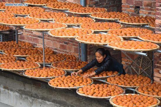 Choáng với cảnh phơi hồng ngập nóc nhà ở Trung Quốc - ảnh 4