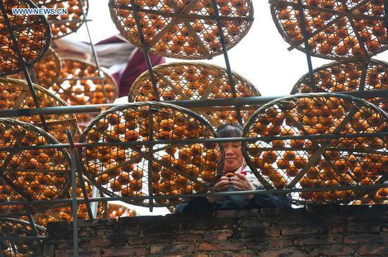 Choáng với cảnh phơi hồng ngập nóc nhà ở Trung Quốc - ảnh 8
