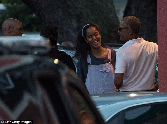 Khoảnh khắc Obama chăm sóc 'con gái rượu' gây xôn xao - ảnh 3