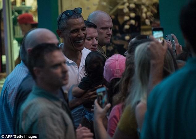 Khoảnh khắc Obama chăm sóc 'con gái rượu' gây xôn xao - ảnh 5