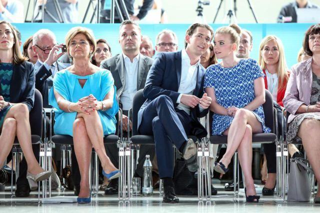 Bạn biết gì về người yêu của lãnh đạo trẻ nước Áo? - ảnh 2
