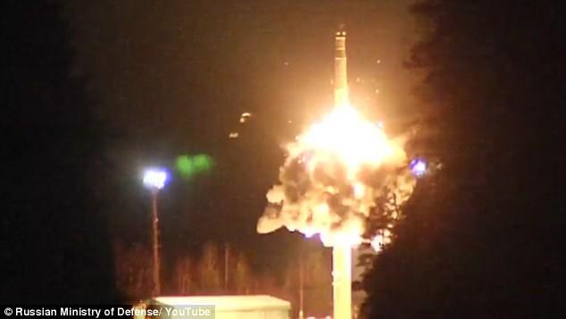 Nga thử tên lửa đủ sức mang 12 đầu đạn hạt nhân - ảnh 1