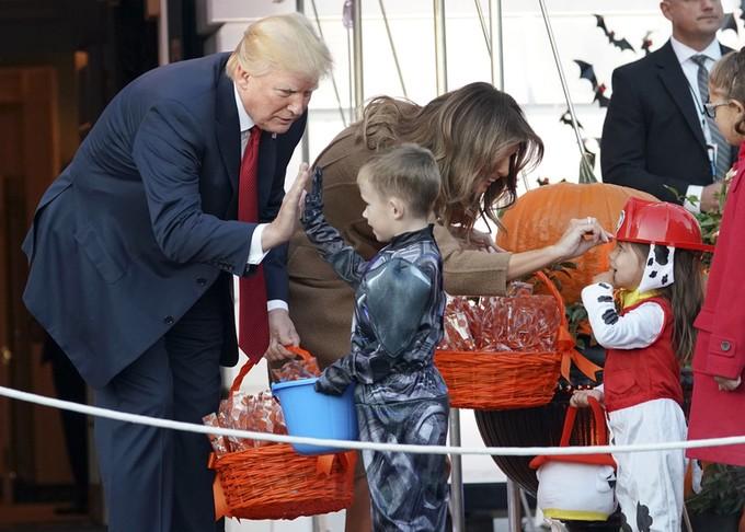 Halloween đầu ở Nhà Trắng của ông Trump có gì? - ảnh 2