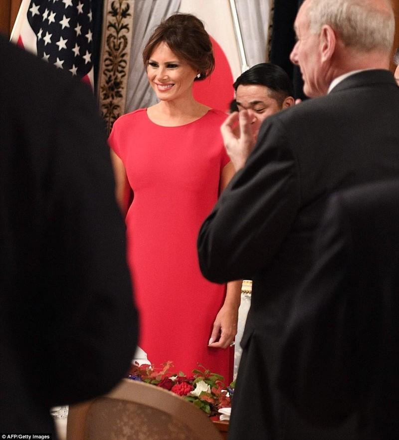 Bà Melania Trump lộng lẫy dự quốc yến ở Nhật - ảnh 2