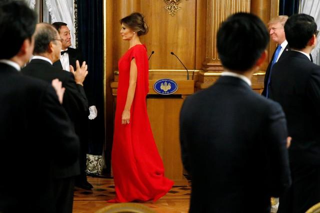Bà Melania Trump lộng lẫy dự quốc yến ở Nhật - ảnh 1