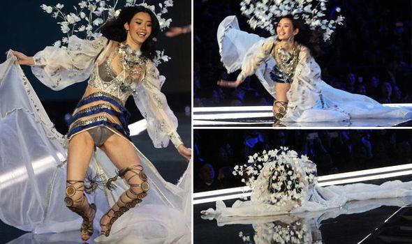 Siêu mẫu Trung Quốc 'vồ ếch' tại Victoria's Secret show - ảnh 2