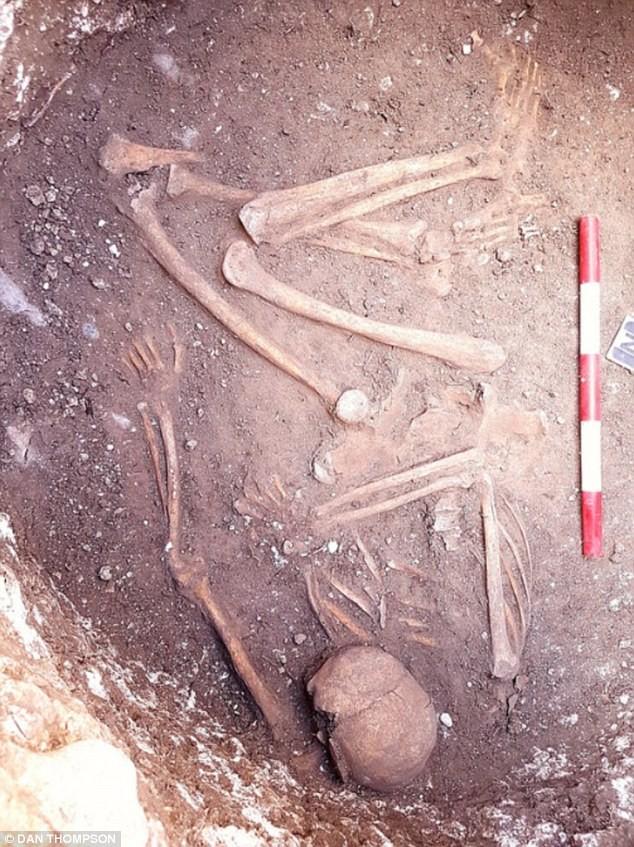 Phát hiện hang động bí ẩn chứa bộ xương 2.800 năm - ảnh 1