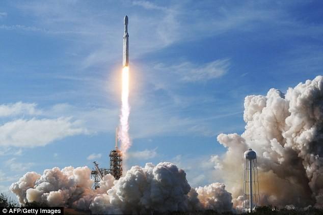 Lo tận thế, tỉ phú Mỹ muốn đưa 1 triệu dân lên sao hỏa - ảnh 2
