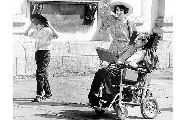 Cuộc đời thiên tài Stephen Hawking qua ảnh - ảnh 4