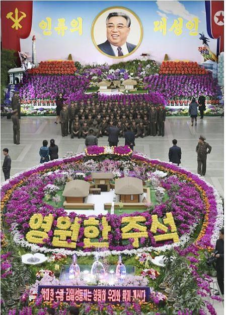 Tên lửa vắng bóng trong dịp lễ 'Ngày mặt trời' ở Triều Tiên - ảnh 3