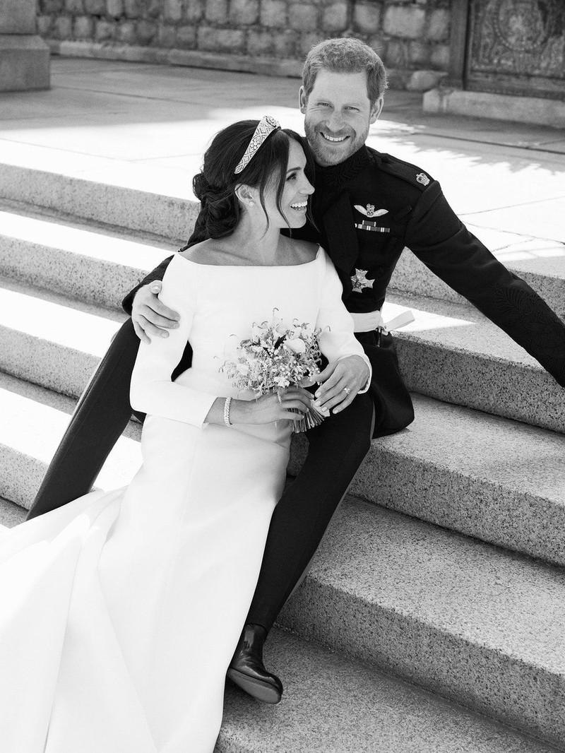 Hoàng gia Anh chính thức công bố ảnh cưới của hoàng tử Harry - ảnh 3