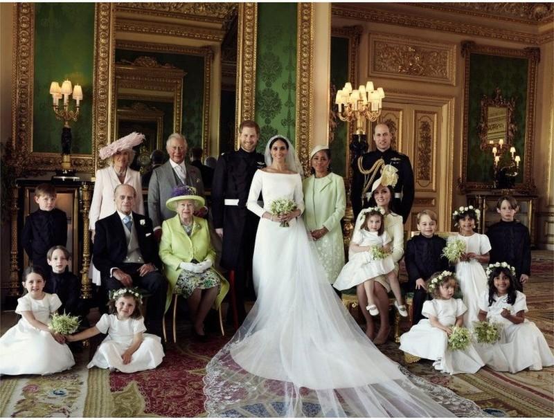 Hoàng gia Anh chính thức công bố ảnh cưới của hoàng tử Harry - ảnh 1