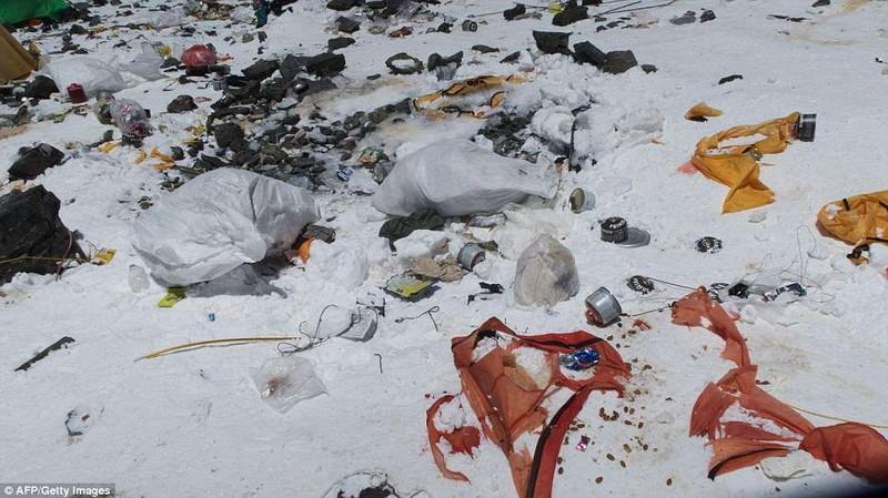 Đỉnh Everest biến thành bãi rác cao nhất thế giới - ảnh 3