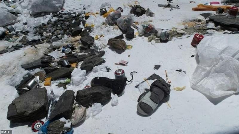 Đỉnh Everest biến thành bãi rác cao nhất thế giới - ảnh 2