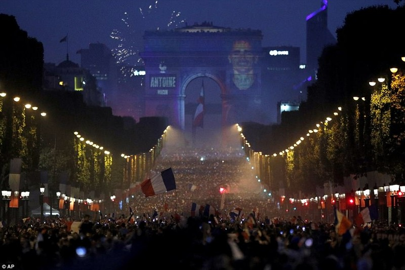 Tổng thống Macron phấn khích khi Pháp vô địch World Cup - ảnh 10