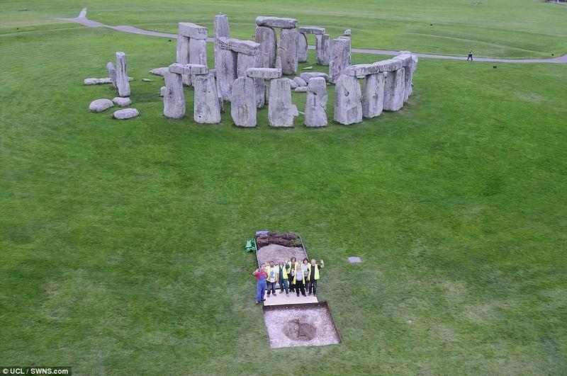 Phát hiện thêm bí ẩn ở bãi đá cổ Stonehenge 5.000 năm - ảnh 1