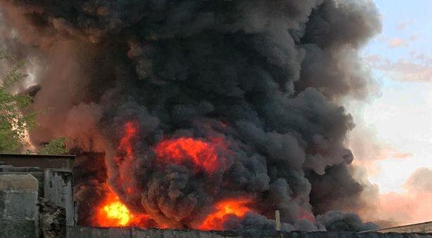 Kinh hoàng cơn lốc lửa xoáy do hỏa hoạn cao đến 15 m - ảnh 2