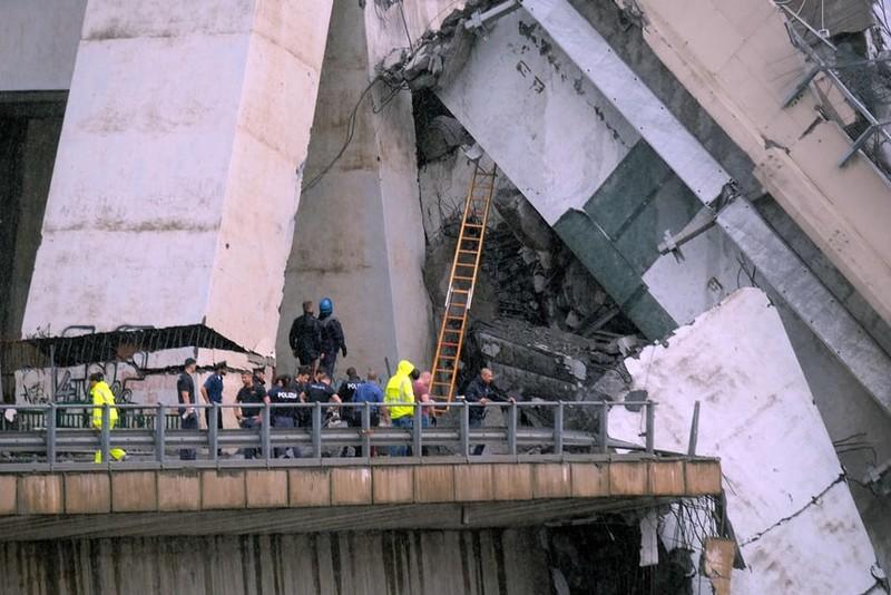 Thảm họa sập cầu cao tốc ở Ý khiến ít nhất 35 người thiệt mạng - ảnh 2
